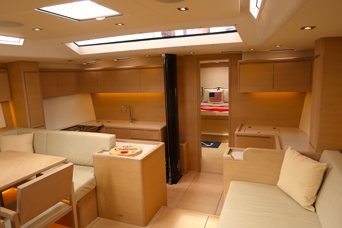 Sailing in MAui on Yacht